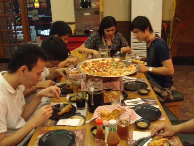 Shakey's Monster Meal Deal (photo c/o Nelvin)
